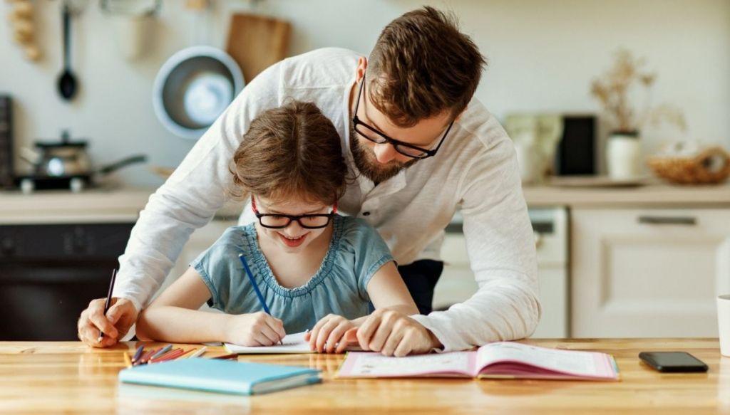 Aiutare i bambini a fare i compiti