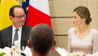 Hollande sposa la Gayet (forse). Ma ha occhi solo per Letizia