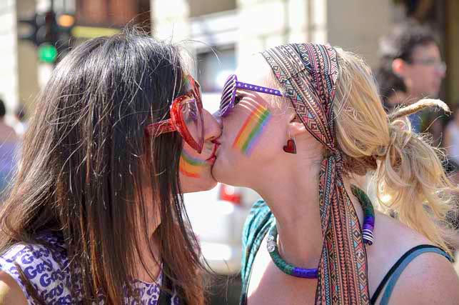 bacio-lesbo