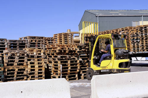 handling and storage of pallets in a warehouse awaiting reuse for transporting goods