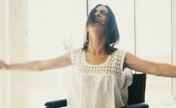 Loredana Errore torna a cantare dopo l'incidente che l'aveva costretta sulla sedia a rotelle