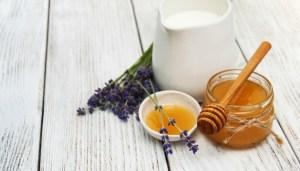 Latte e miele e una bevanda che fa bene
