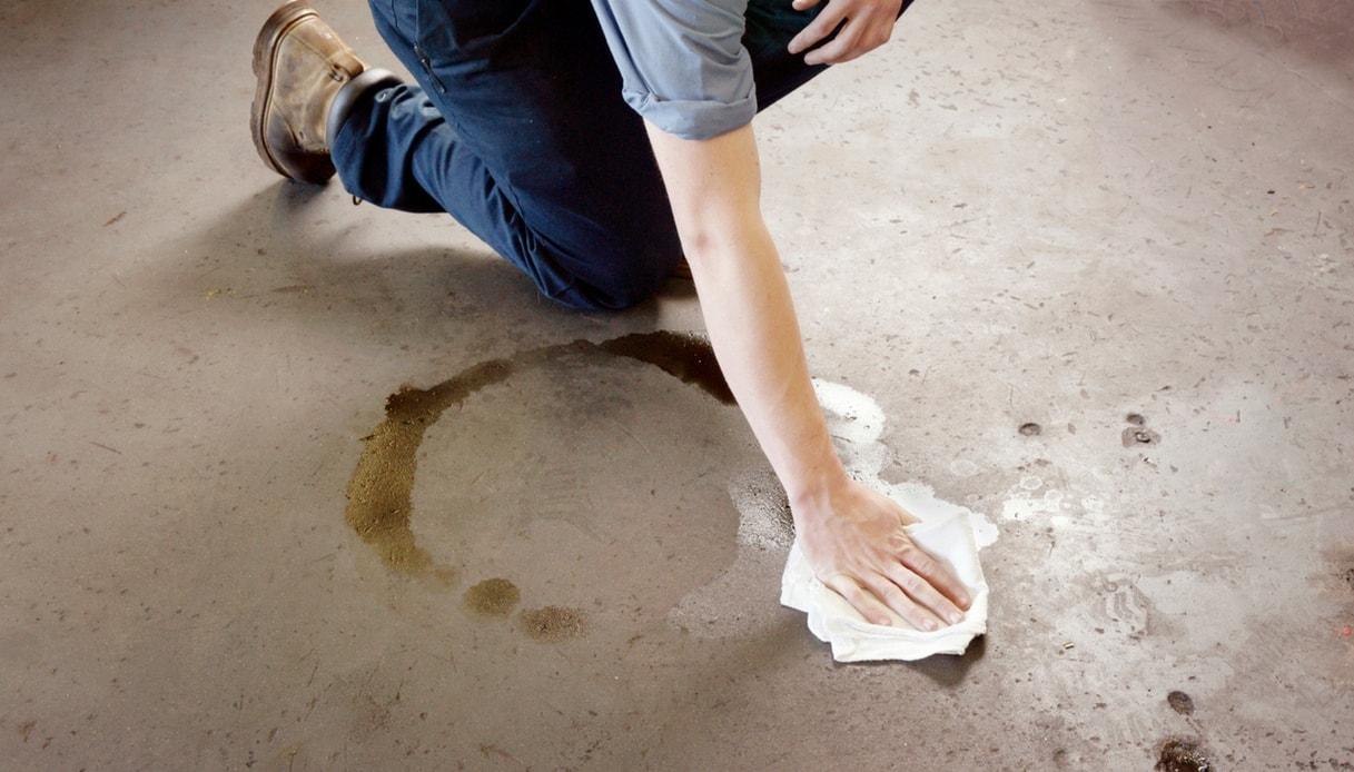 Togliere Le Piastrelle Dal Pavimento come togliere le macchie di acido dal pavimento | dilei