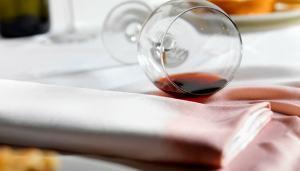 rimuovere-macchie-vino