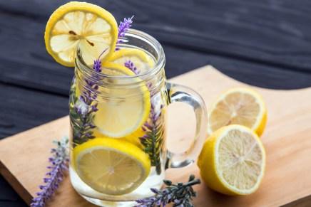 Acqua e limone, un toccasana per la pelle e il girovita