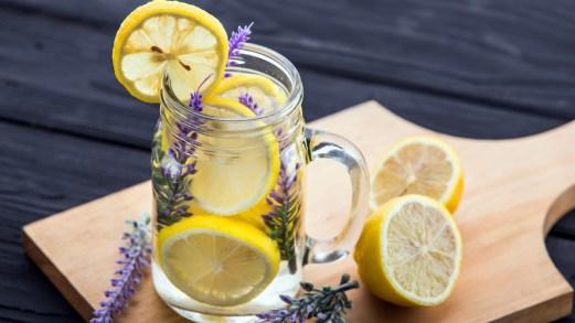 Dieta detox con acqua, limone e zenzero: come funziona