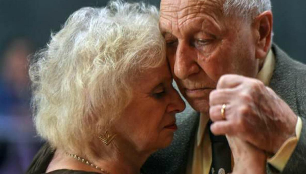 82 anni lei 90 lui ballano il tango e si innamorano