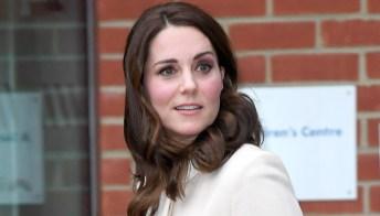 Kate Middleton splendida col cappotto bianco. Ma è furiosa contro William