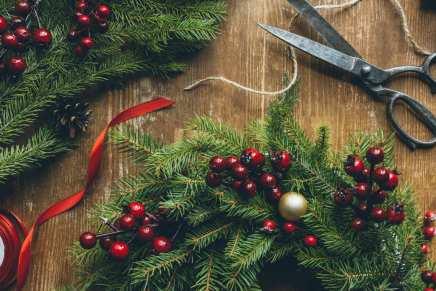 Ghirlande di Natale fai da te con materiali riciclati