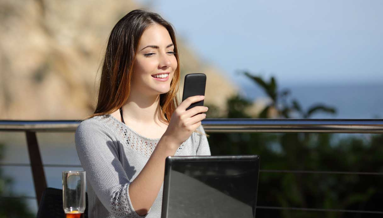 La giusta posizione per guardare lo smartphone