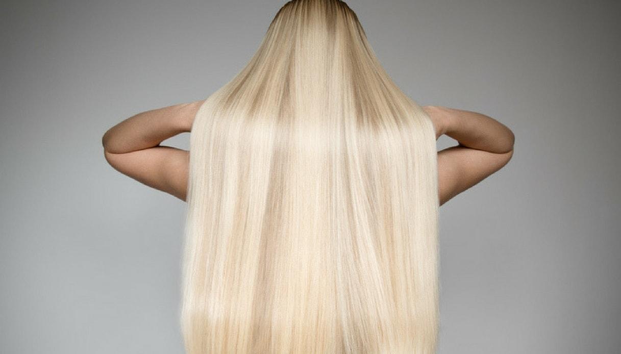 capelli lisci biondi