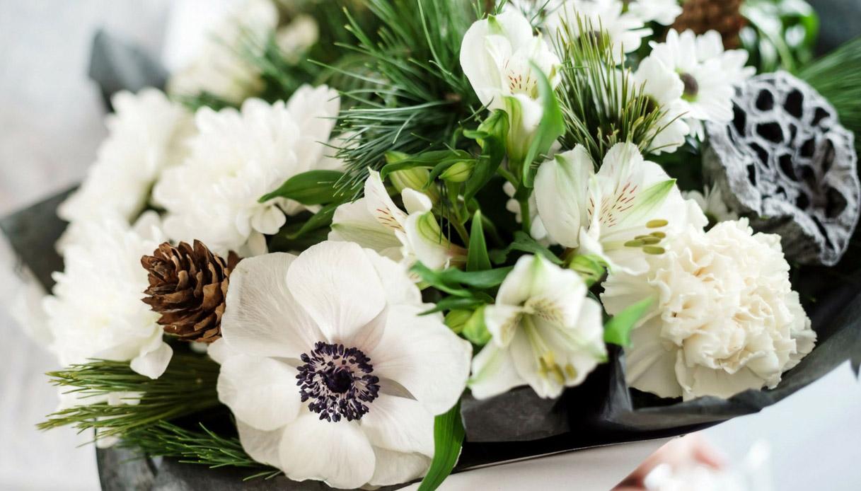 idee-bouquet-da-sposa-con-fiori-di-campo-anemoni