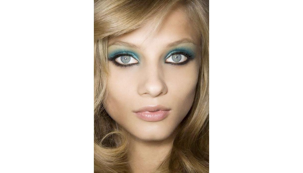 Come truccare gli occhi azzurri con colori simili