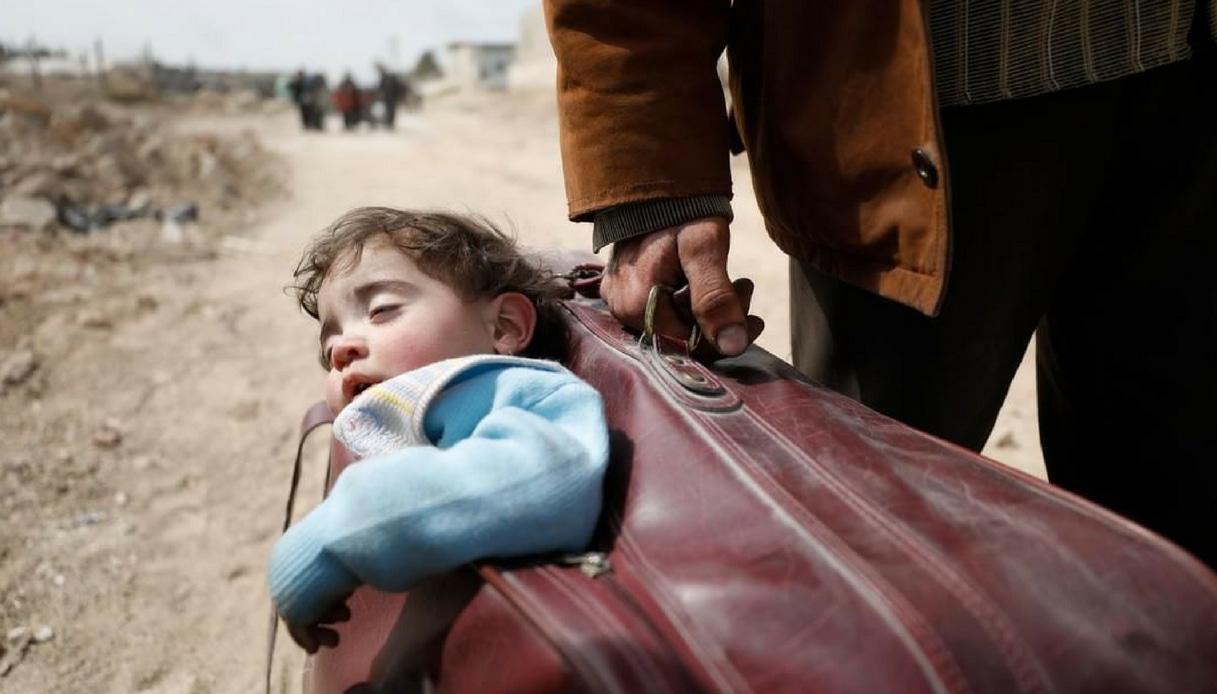 Siria bambino valigia