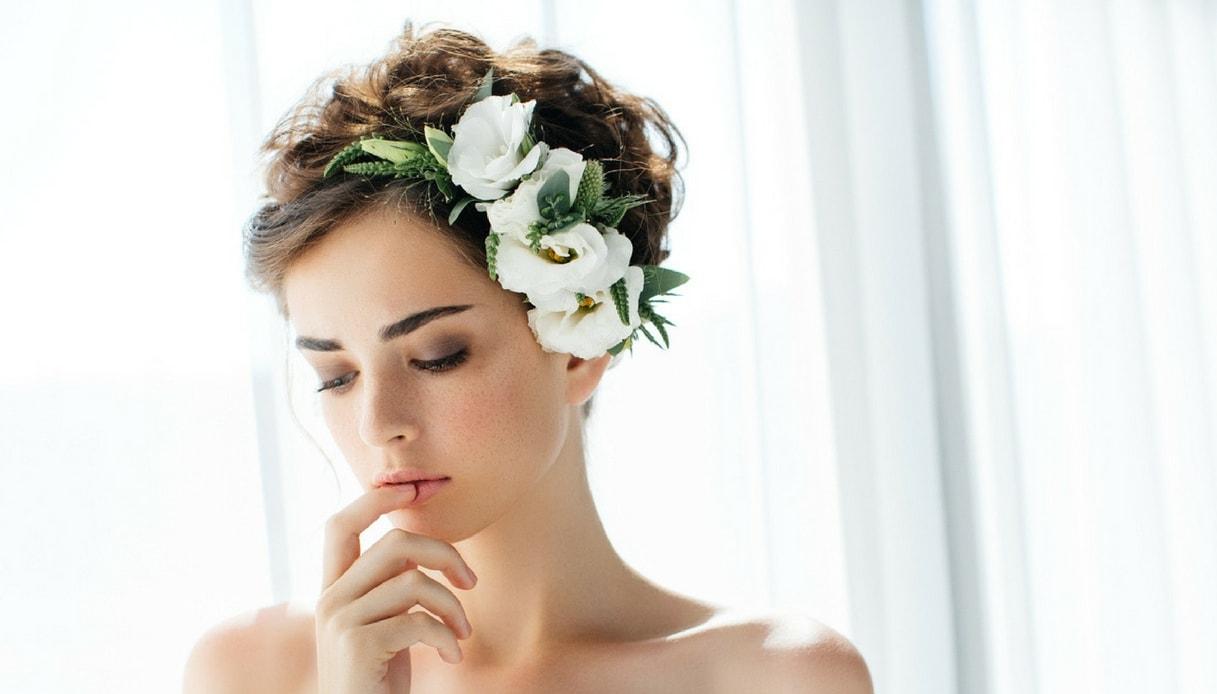 Acconciatura da sposa: capelli corti e ricci
