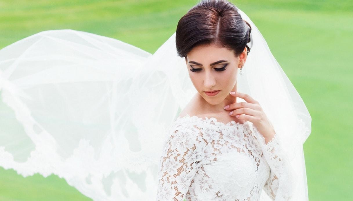 Acconciatura da sposa: il velo sui capelli corti