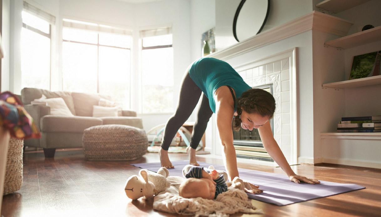 yoga-mamma-neonato-esercizi-stretch