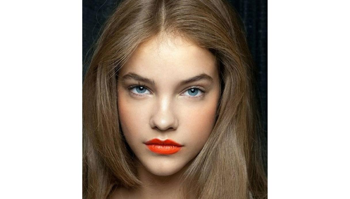 Rossetto corallo per l'estate: Pelle chiara, capello chiaro