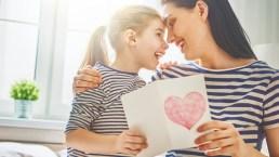 Festa della mamma: cosa regalare alle mamme dello zodiaco