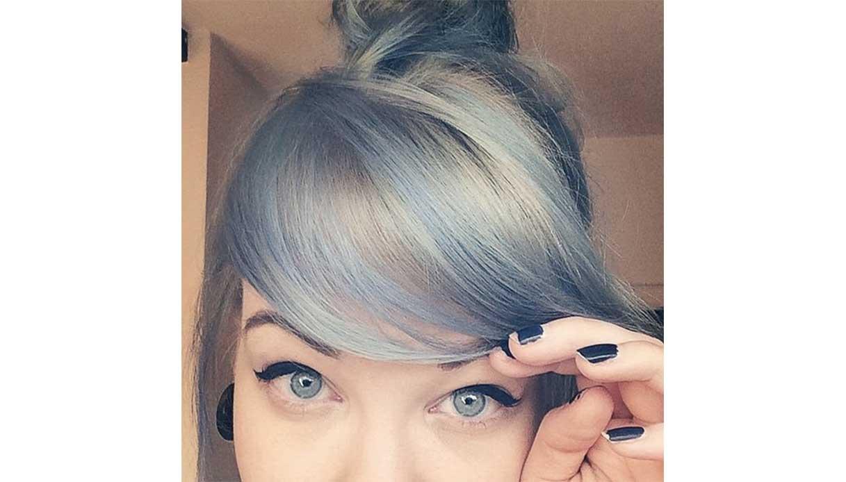 Trend capelli blu: i capelli chiari