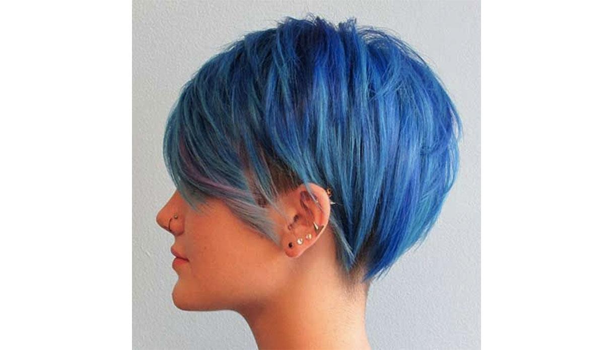 Trend capelli blu: i capelli corti