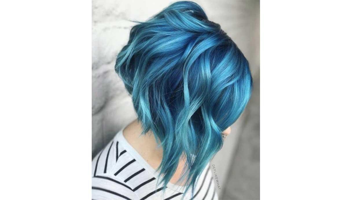 Trend capelli blu: i capelli decolorati