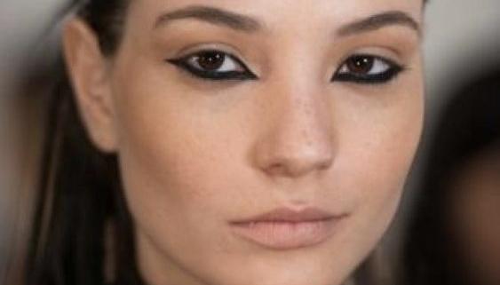 Upside down make up: matita e rossetto nude