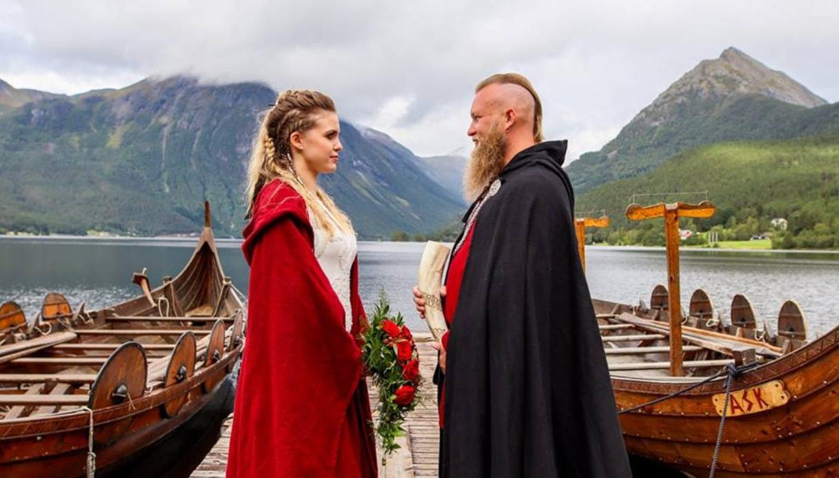 In Norvegia una coppia si è sposata con la cerimonia vichinga