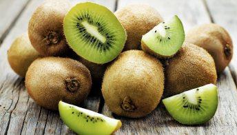 Dieta con kiwi: rafforzi il sistema immunitario e tieni a bada la pressione