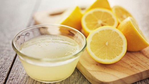 Succo di limone, rimedio naturale contro influenza e raffreddore