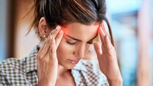 Cefalea da indigestione, perché si scatena il mal di testa quando si mangia troppo