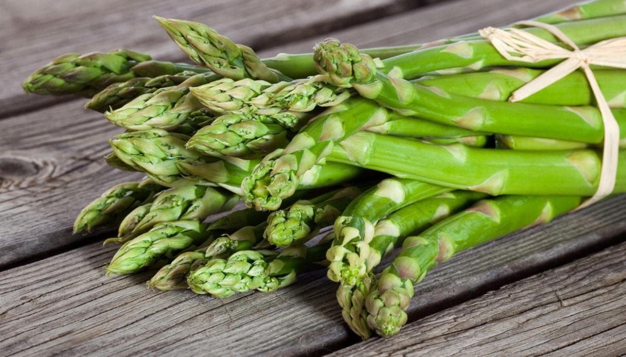 I cibi diuretici contro cellulite e ipertensione: asparagi..