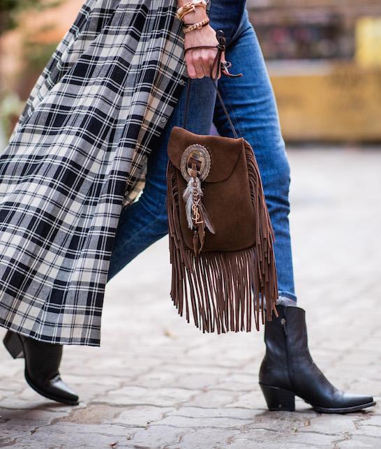 La borsa con le frange: qualche consiglio su come indossarla