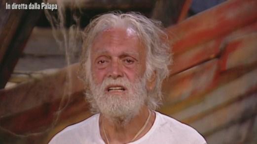 Isola: Corona attacca Fogli sul tradimento, il cantante in lacrime