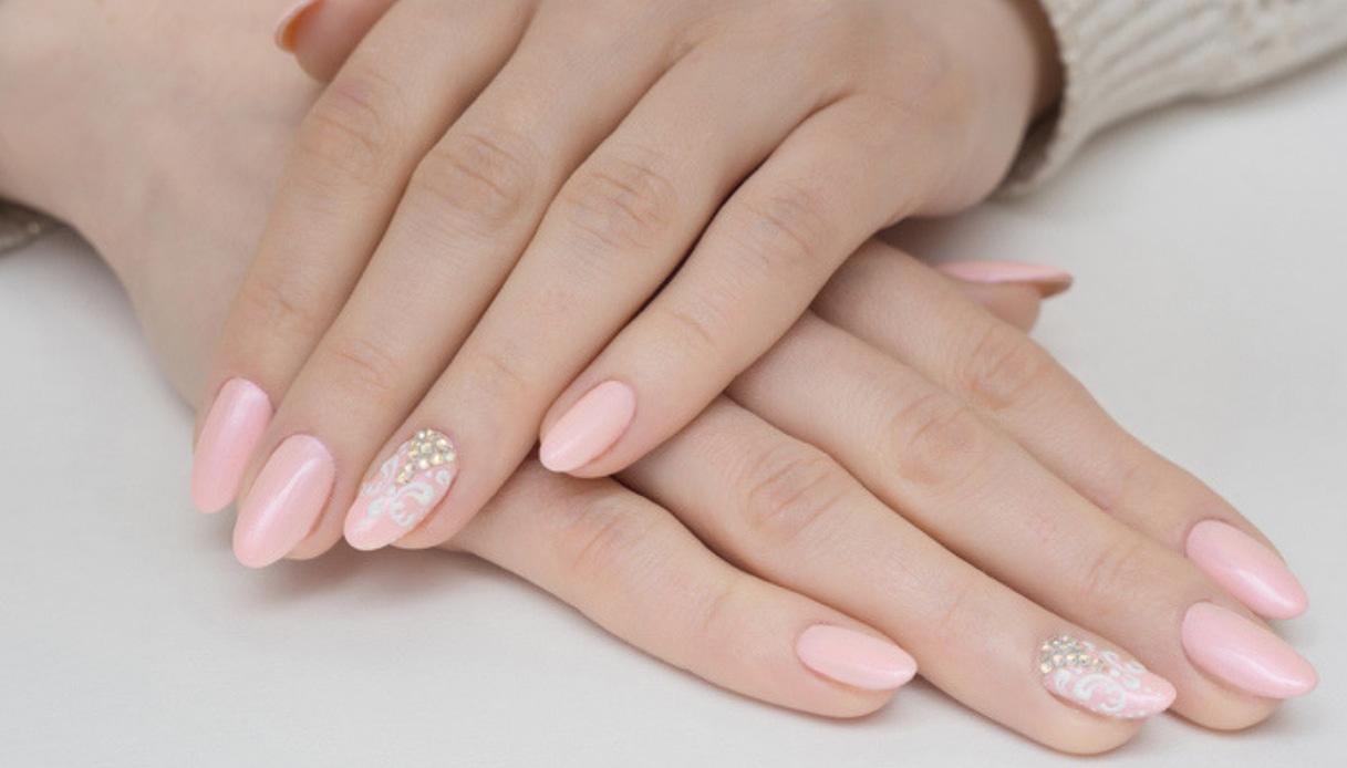 unghie smalto rosa