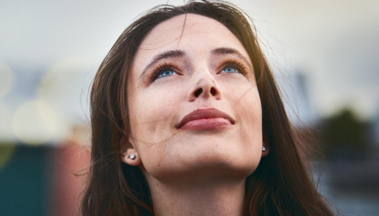 La donna che ama la solitudine non è strana, ma libera e serena: lo studio