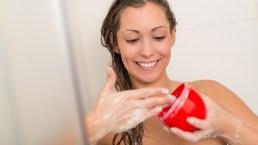 Scrub capelli: a cosa serve e ricette fai da te per un effetto spa e detox!