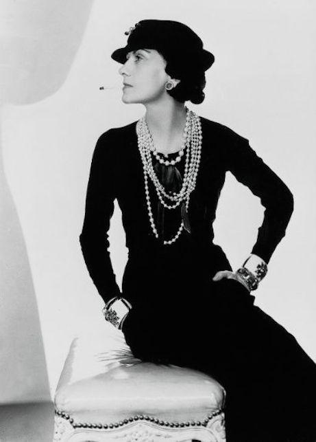 Il tubino nero: storia di un classico e consigli su come indossarlo
