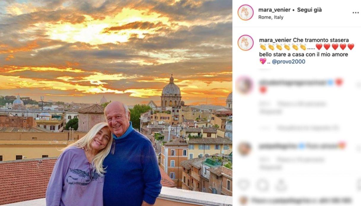 Mara Venier sorride con il marito