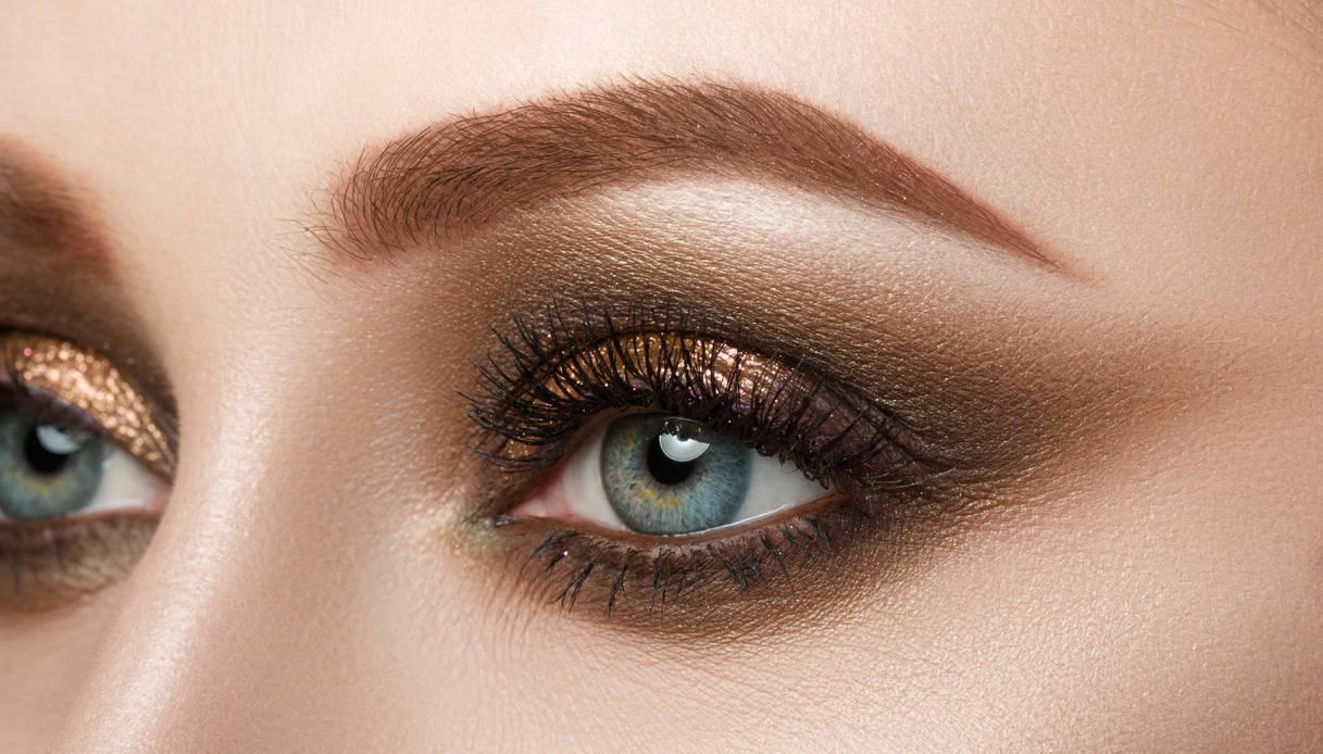 Occhi azzurri: come fare uno smokey eyes