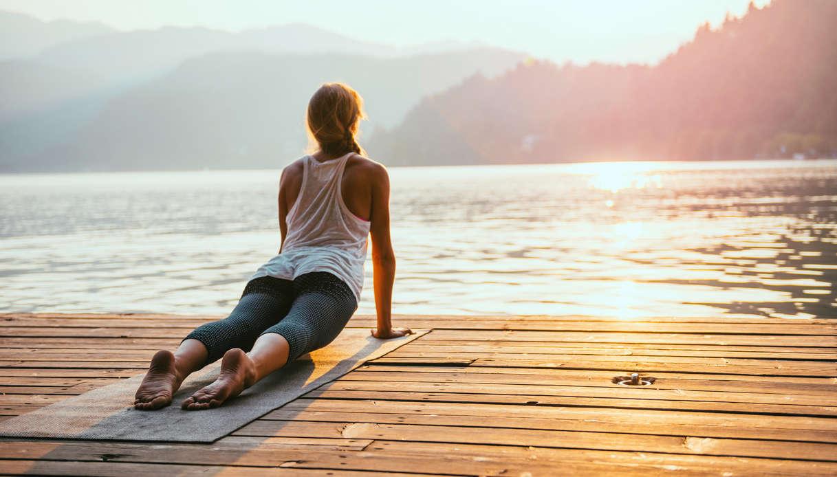 Come si pratica il Saluto al Sole nello yoga