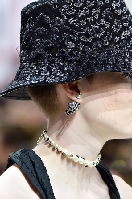 Come indossare i gioielli oversize