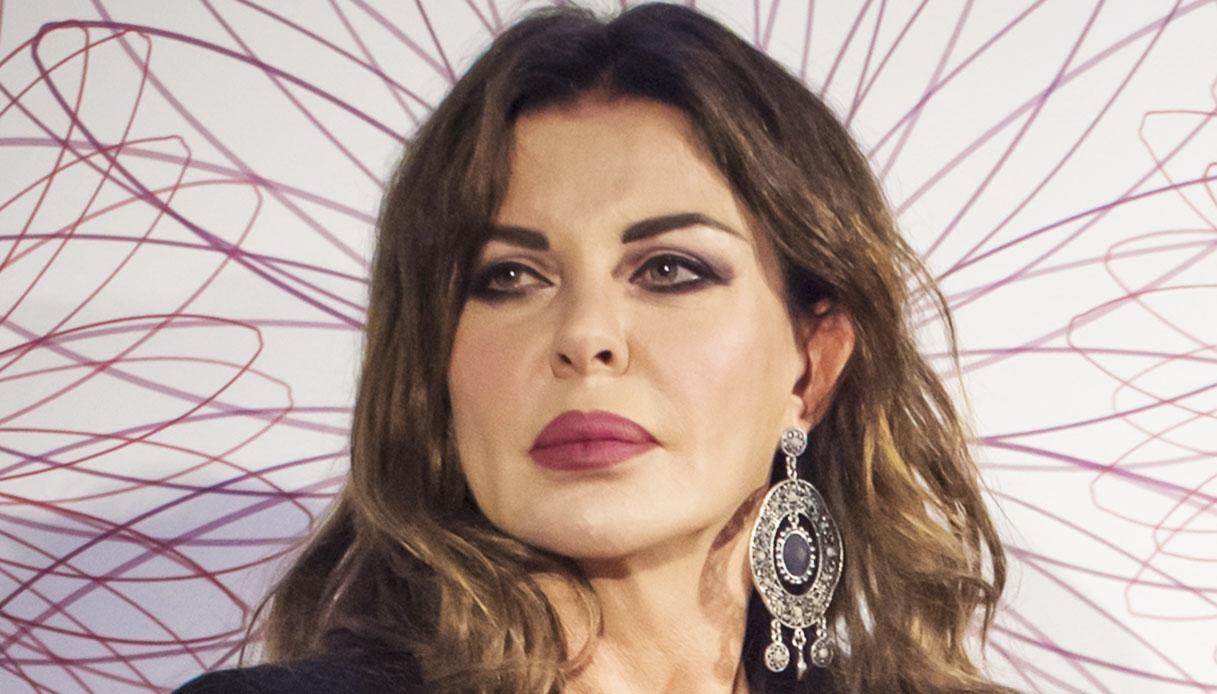 Alba Parietti Confessa Il Dramma Del Passato Mia Madre Era Schizofrenica Dilei