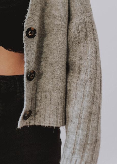 Cardigan: consigli per indossarlo con stile