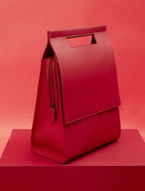Gae di Nava, l'elegante borsa in pelle dedicata a Gae Aulenti - Foto courtesy Nava -