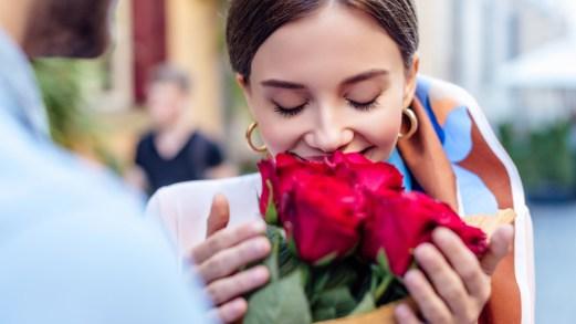 Insonnia e memoria: gli effetti del profumo di rosa