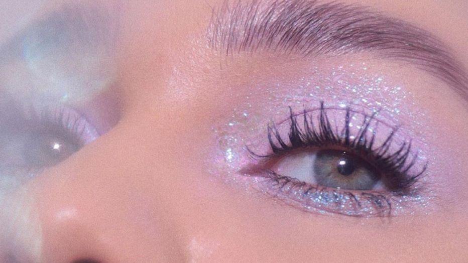 Il lilla è il colore trend del makeup dell'estate 2020