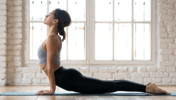 Yoga hot: 8 benefici sull'organismo