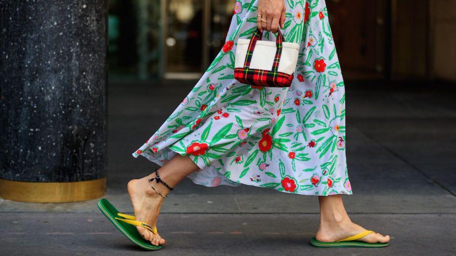 Estivissime e da indossare anche in città: sono le infradito!