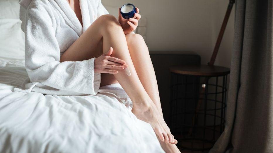 Non solo crema viso: dove applicare la crema per sembrare più giovani